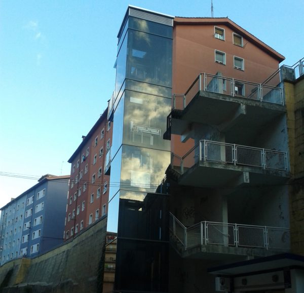 Ascensor entre las calles Urki y Polonia Etxebarria en Eibar