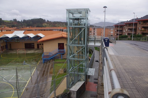 Accesos mecánicos de la calle Iberre en Sopela