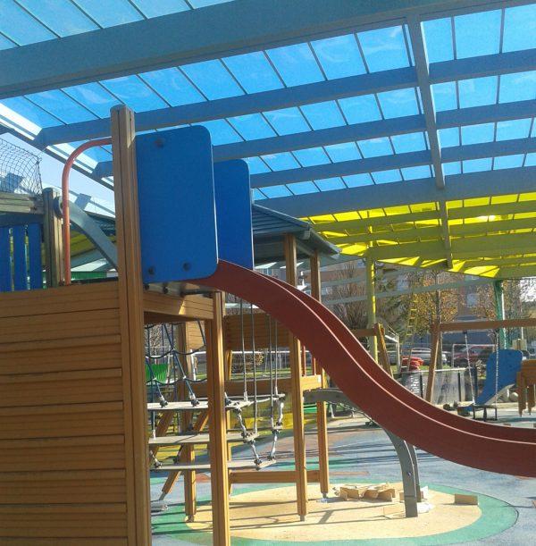 Instalación de una cubierta en la zona de juegos del parque de los LLanos de Portugalete