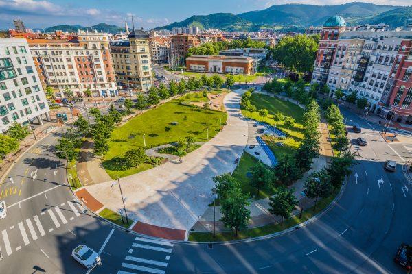 Urbanización de la plaza Euskadi y del parque de La Campa de los Ingleses