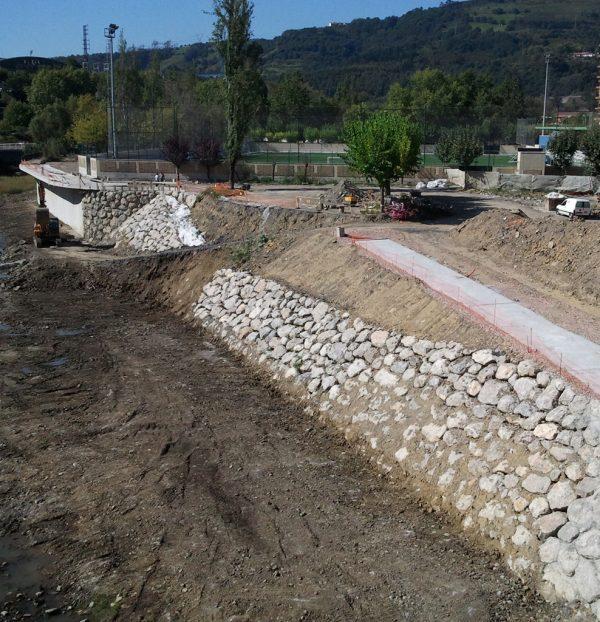 Reconstrucción de tramo de muro de Soloarte (Basauri)