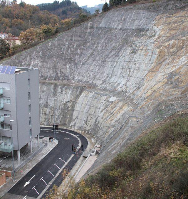 Estabilización de la ladera de la urbanización Sakona en Ermua