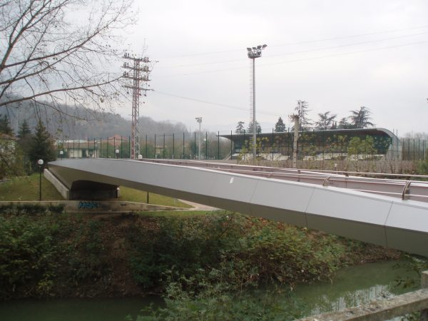 Construcción de una pasarela aérea entre Urreta y Zuazo
