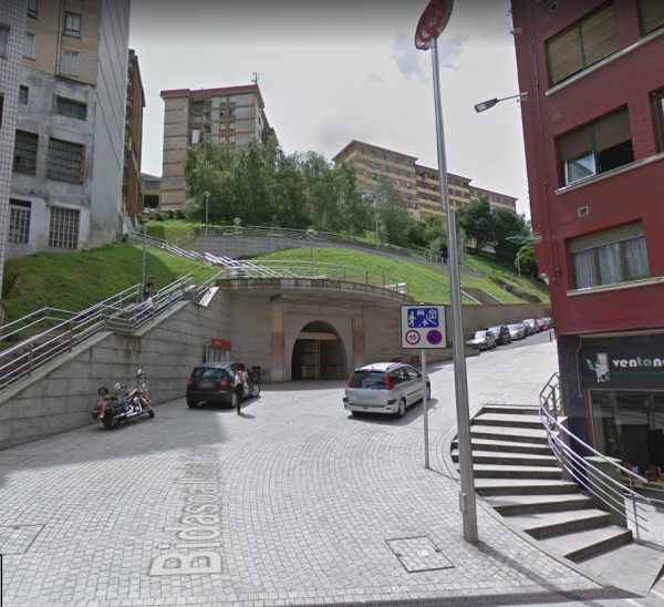 Urbanización de la calle Bidasoa para el acceso a la estación del metro de Arizgoiti en Basauri