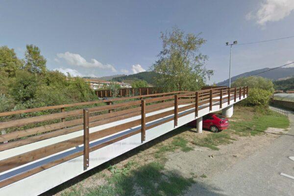 Ejecución de pasarela peatonal sobre el río Herrerías en Gordexola